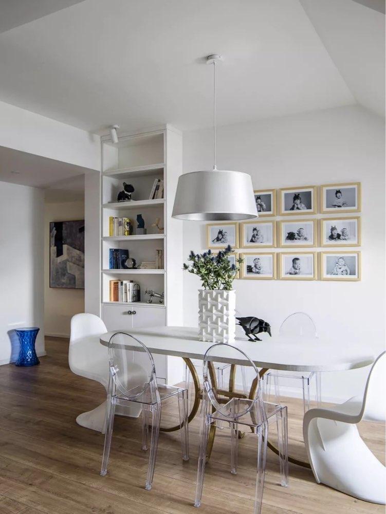 室内的每一件家具,灯具和陈列品的选型是根据整个设计
