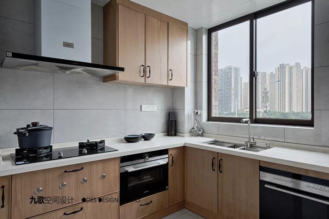 三居室简约现代风厨房装修效果图