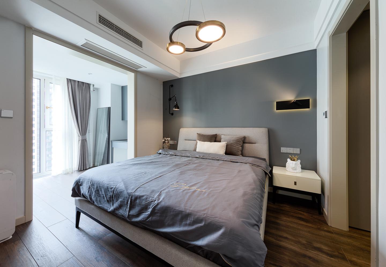 102平现代二居卧室装修效果图