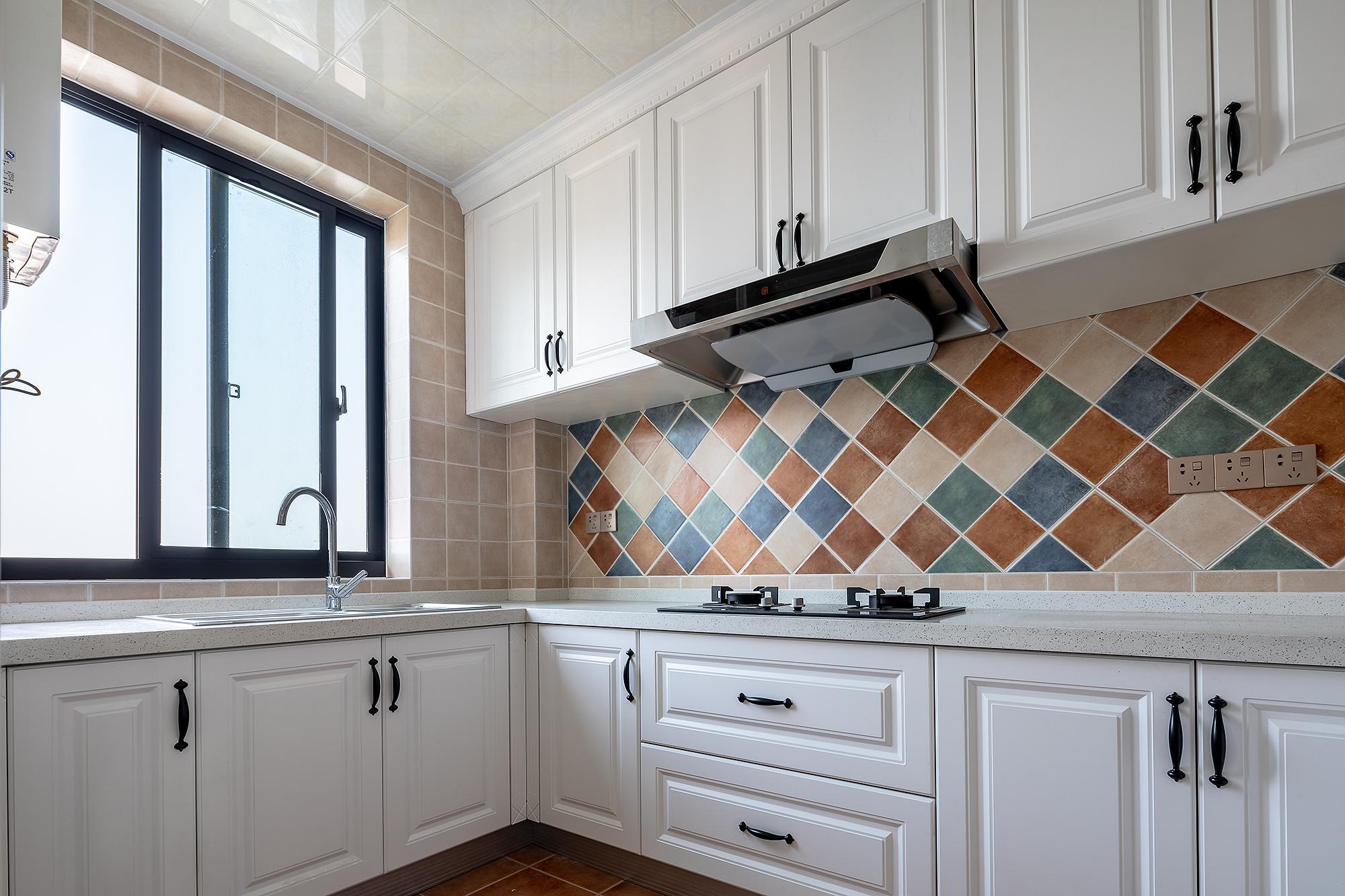 美式風格別墅廚房裝修效果圖