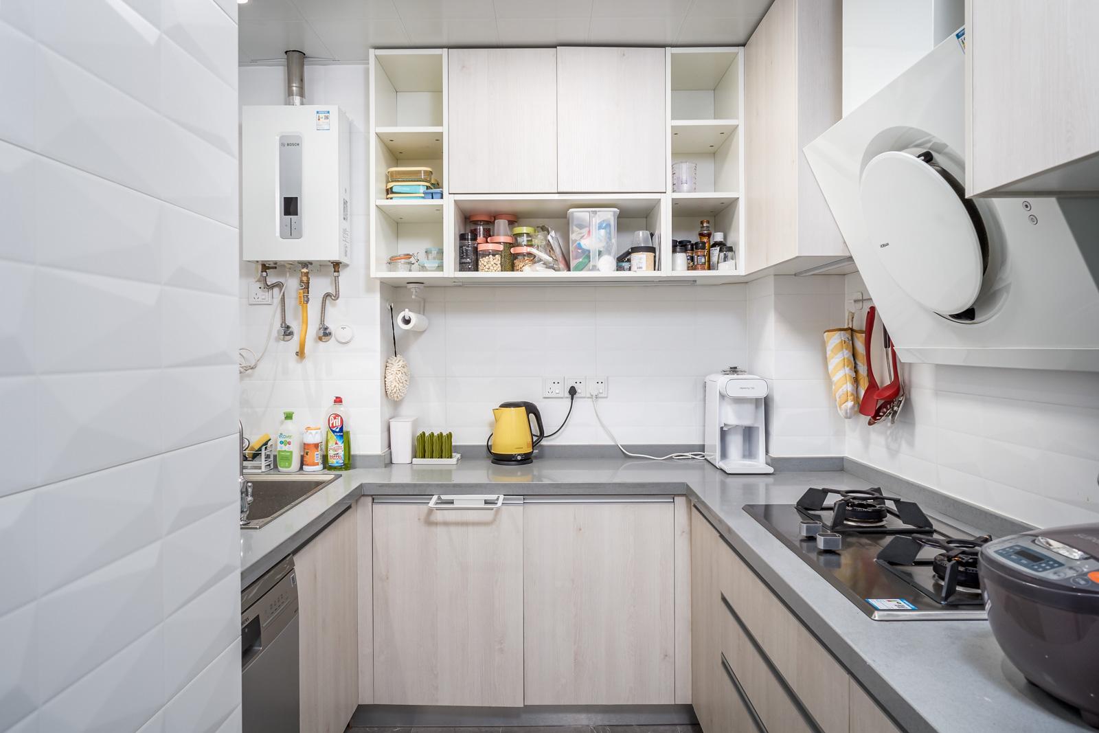 80㎡北欧风二居厨房吧台装修效果图