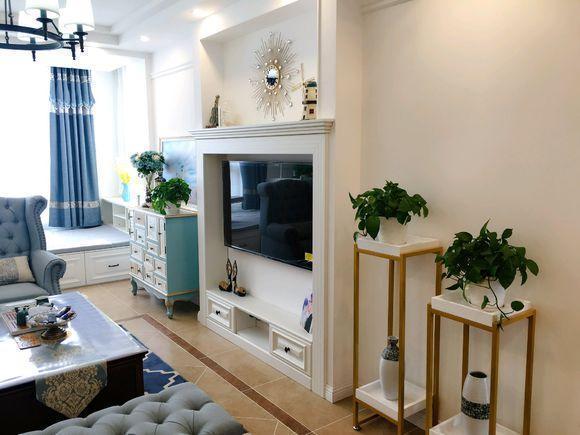 绿色齐家_92㎡新房,电视背景墙设计成潜入式,电视两边各摆上了两株绿色 ...