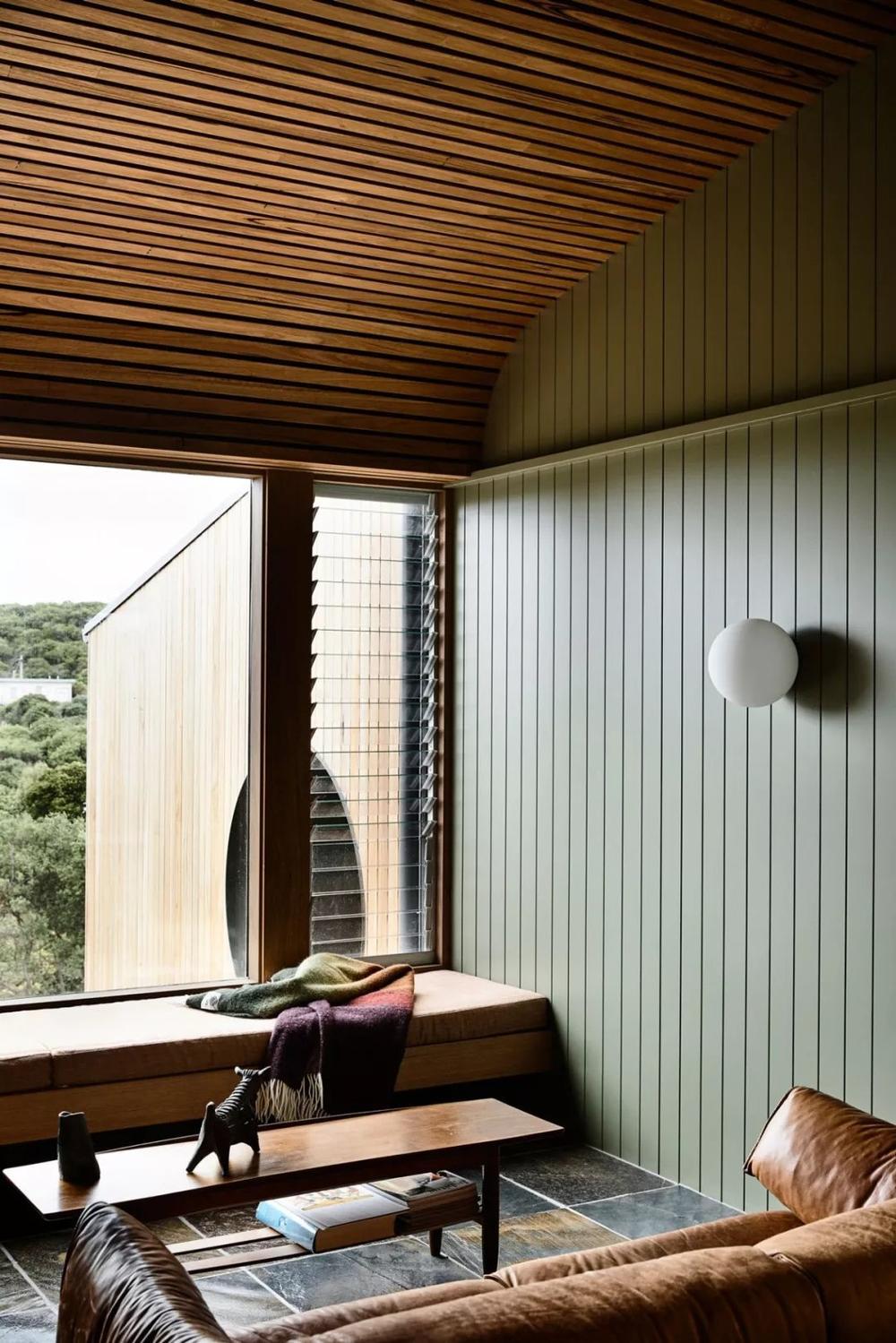 绿色齐家_这间住宅由Kennedy Nolan 设计,墙面铺贴绿色木条...-齐家网