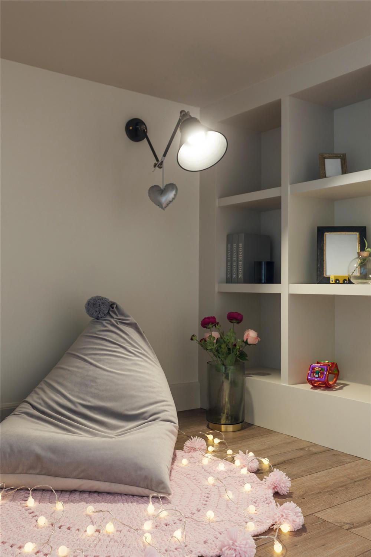 绿色齐家_94㎡美式风格两室两厅,清浅淡然的灰绿色确立了大空间的基本色 ...