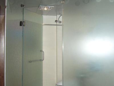 卫生间 玻璃墙