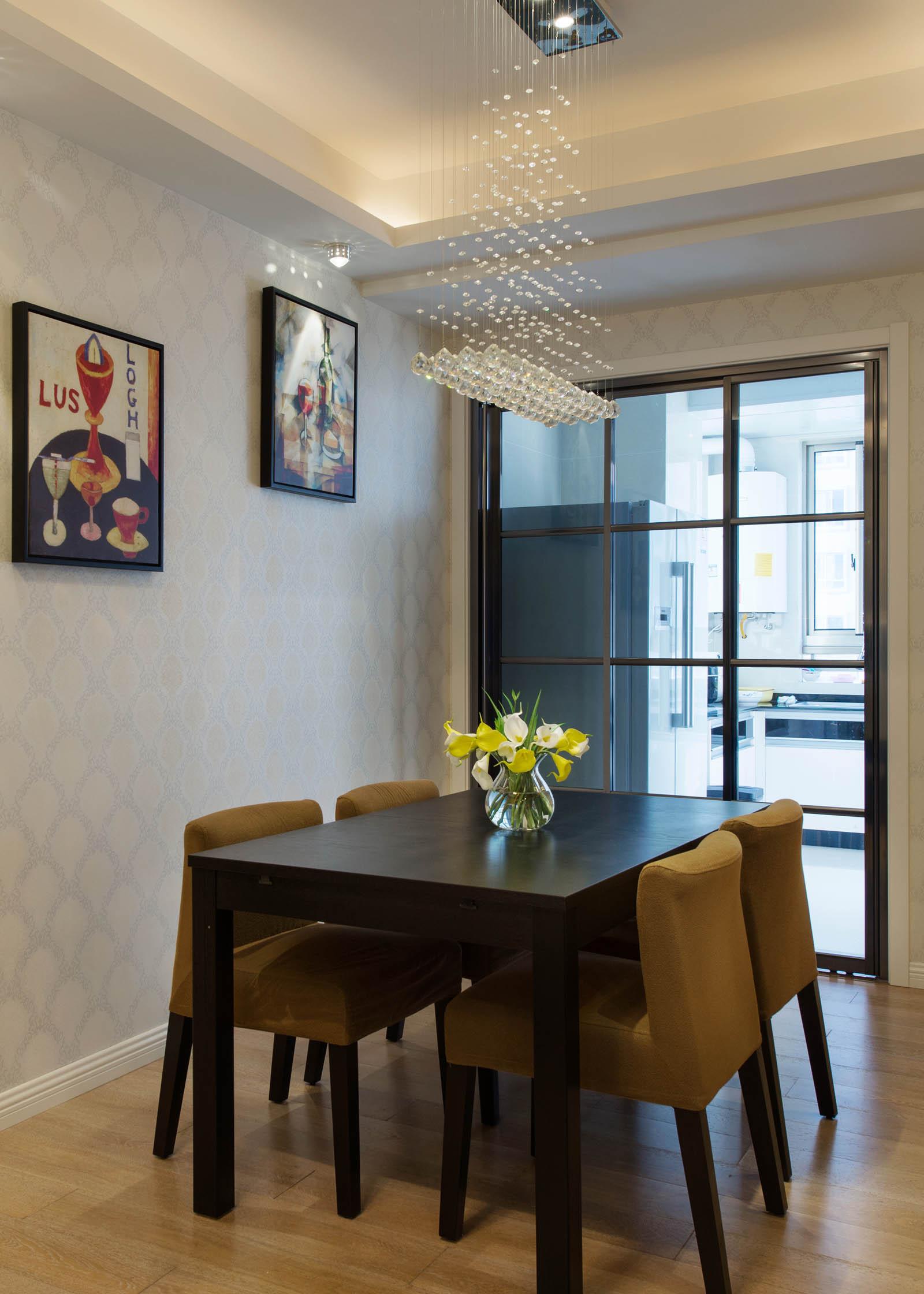 二居室现代简约家餐桌椅图片