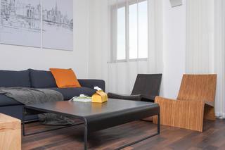 简约复式公寓茶几设计