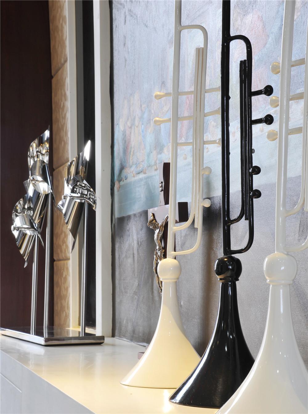 现代中式风格装修餐边柜摆件