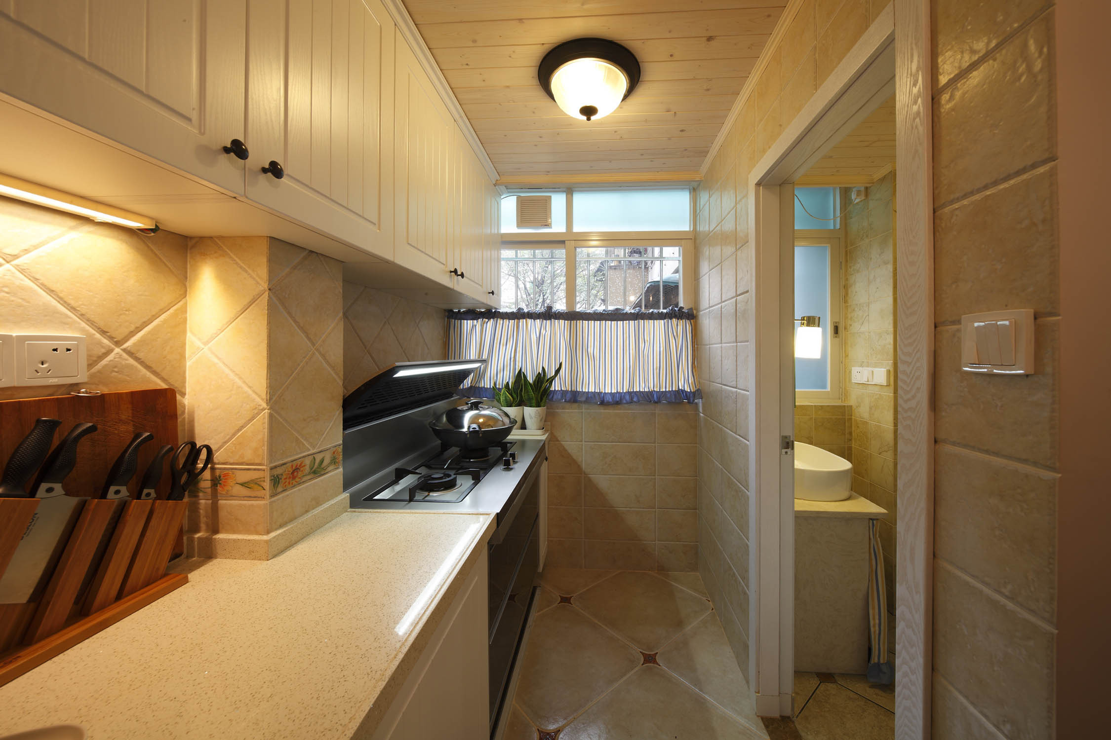 小户型美式两居装修厨房布局图
