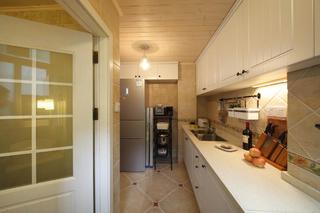 小户型美式两居装修厨房吊顶