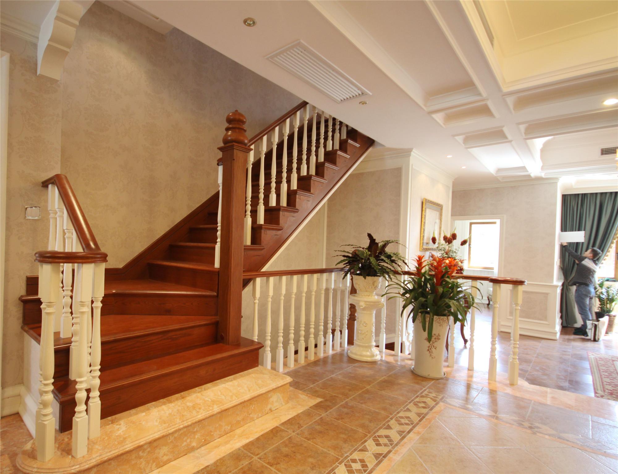 新古典复式别墅装修楼梯间设计