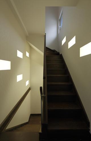 现代简约别墅楼梯间设计
