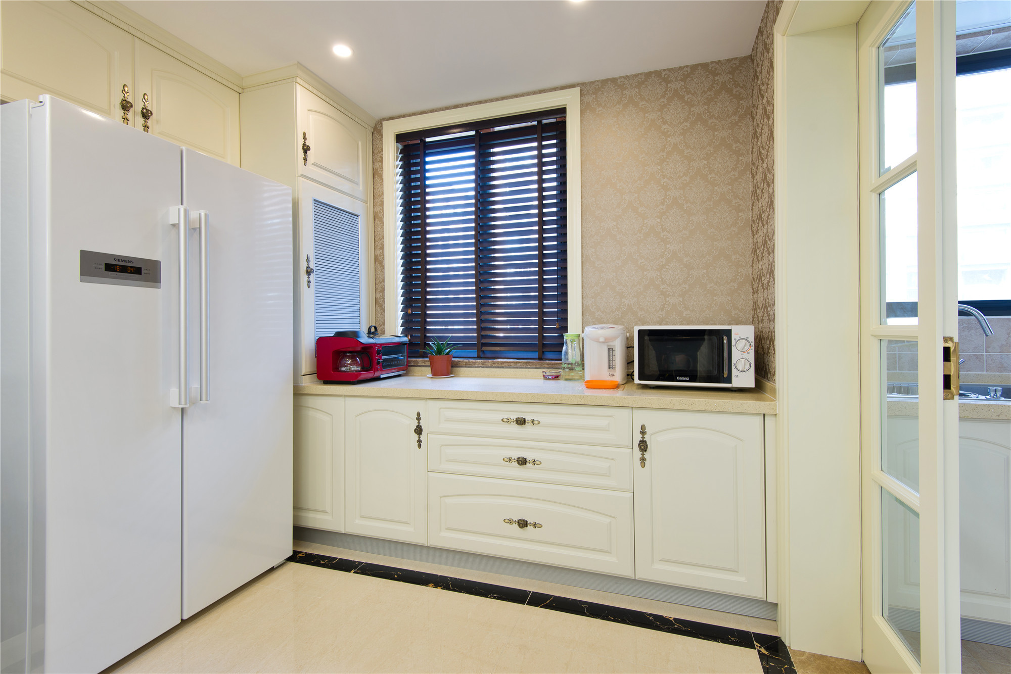 新古典三居装修橱柜图片
