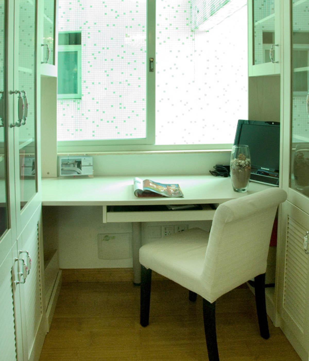 现代简约风格三居书桌图片