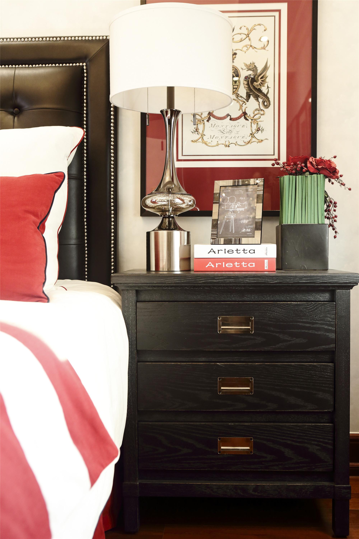 大户型现代风格装修床头柜图片