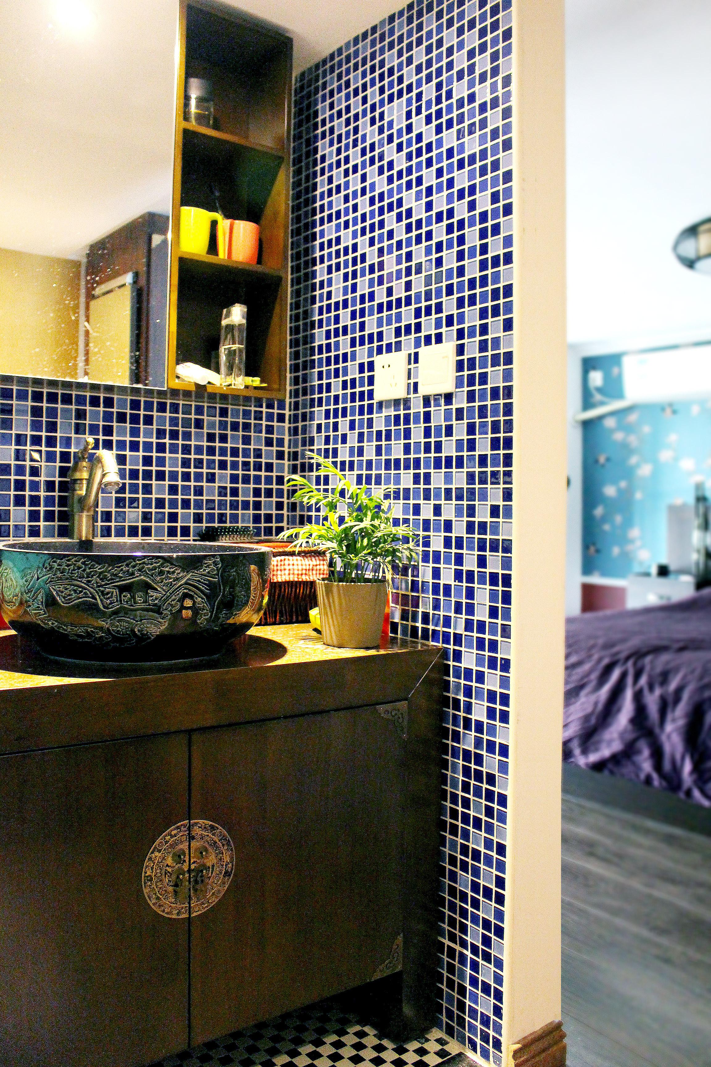 复式新中式装修浴室柜图片