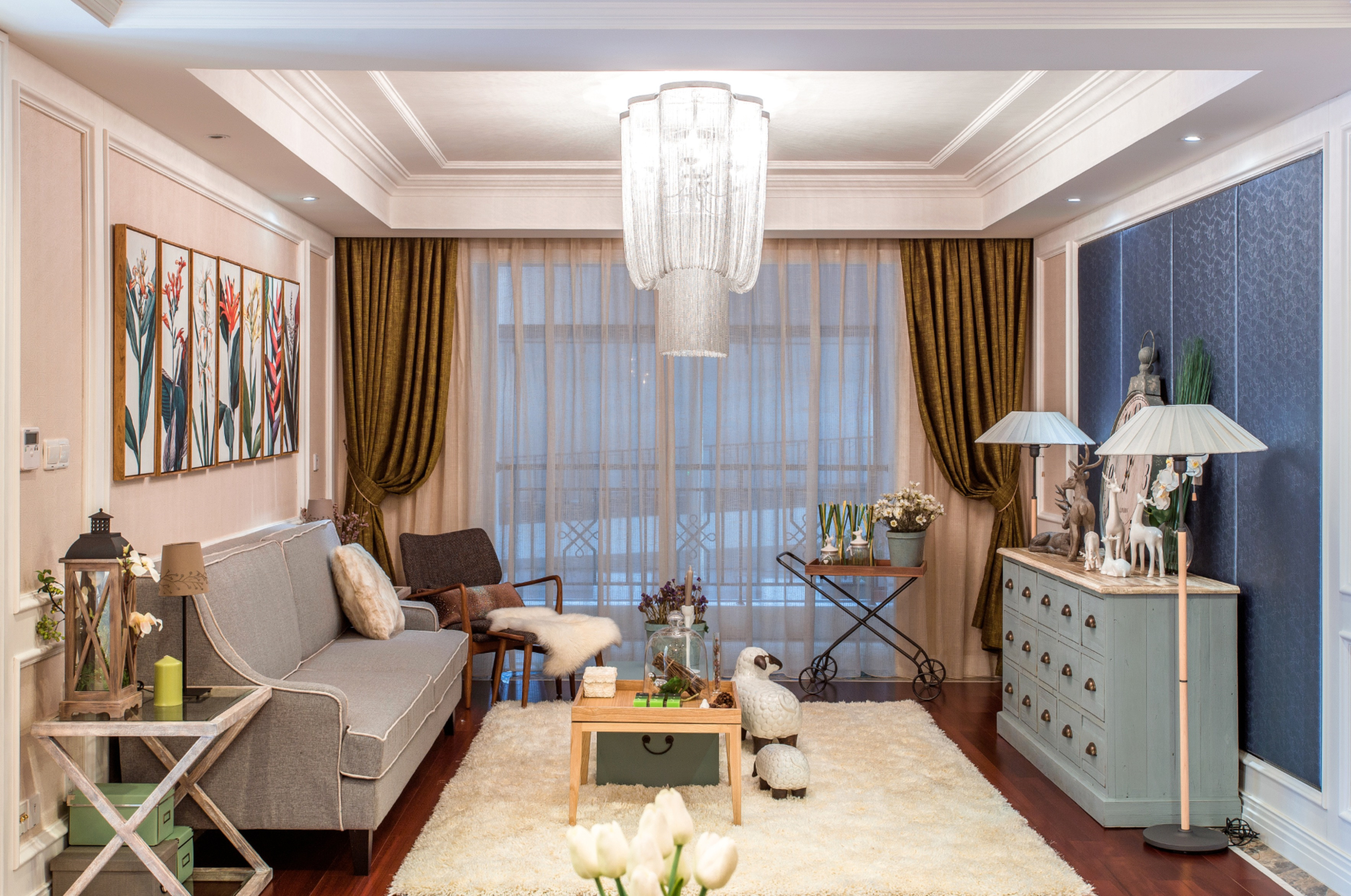 简约欧式三居装修客厅搭配图
