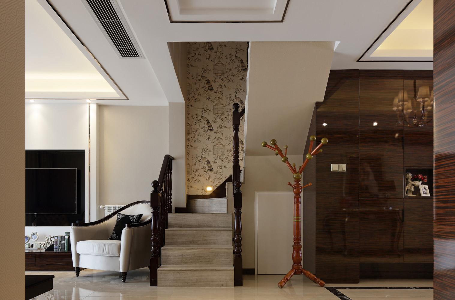 新古典别墅装修楼梯间图片