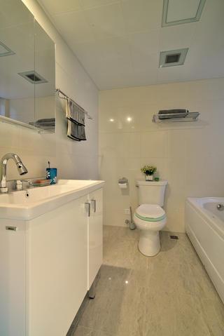 140平三居室装修卫生间布局图