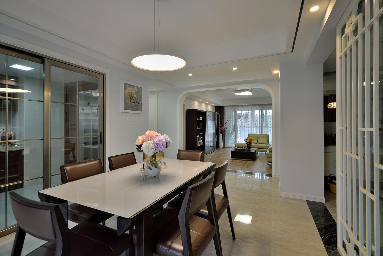 140平三居室装修餐桌椅图片