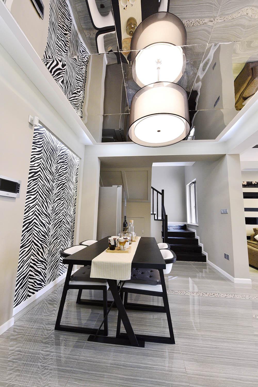 120平三居室装修吊灯图片