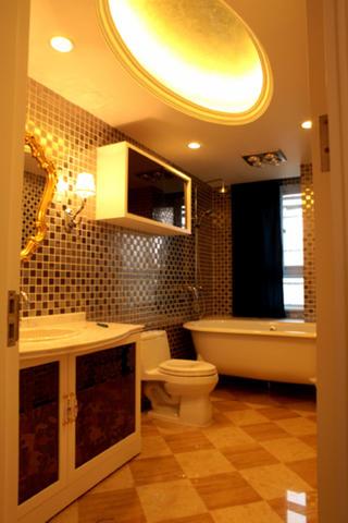 110平欧式三居装修卫生间设计图