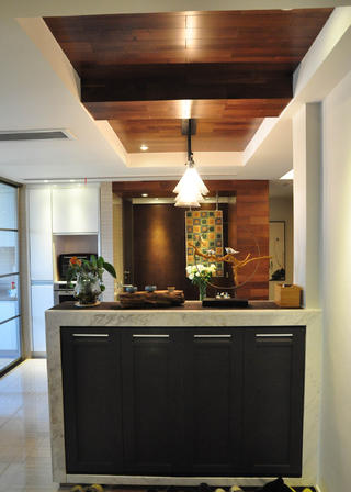 現代風格三居室裝修鞋柜圖片