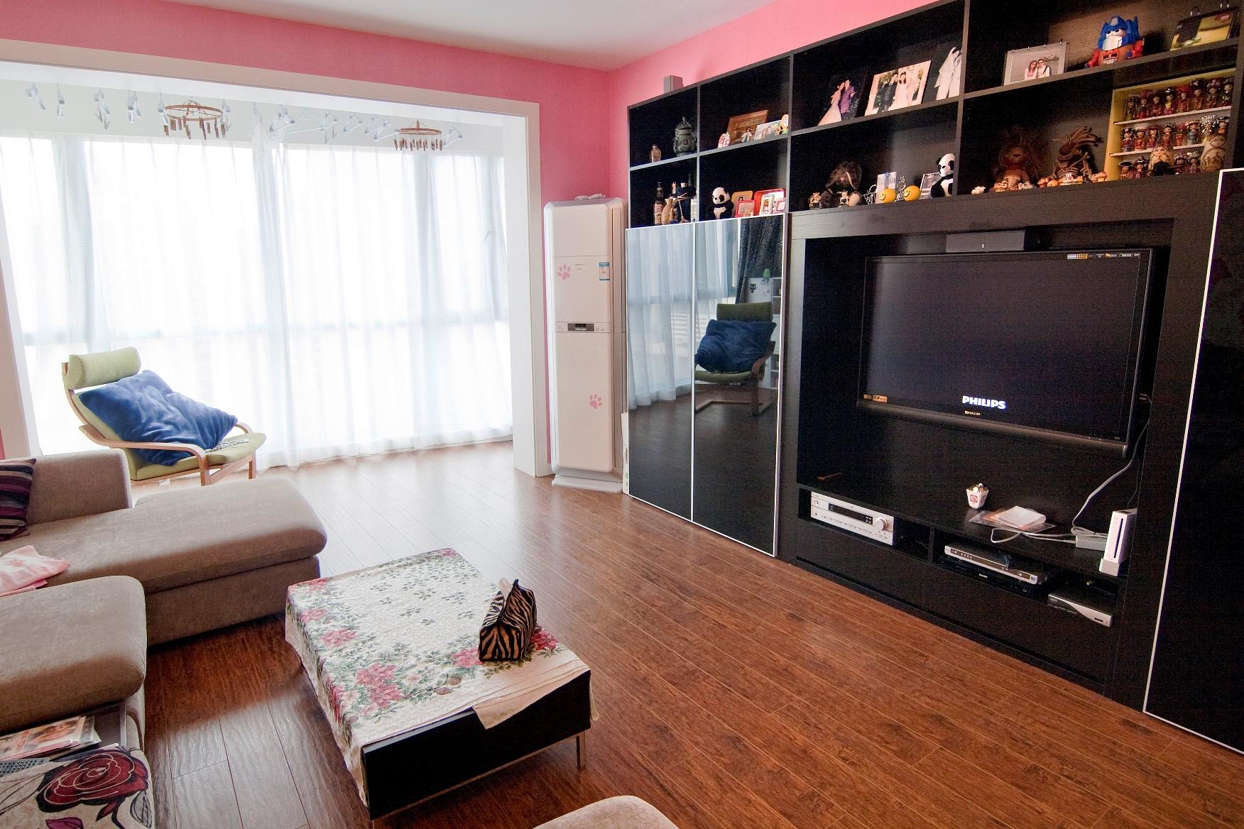 100平三居室装修电视柜设计