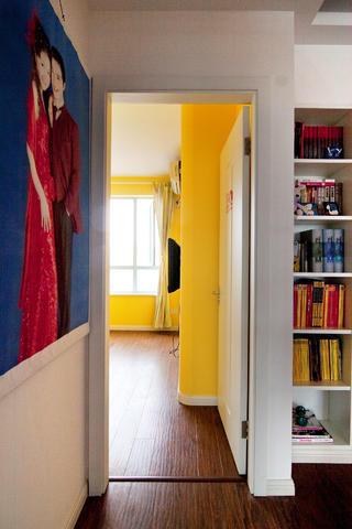 100平三居室装修卧室过道