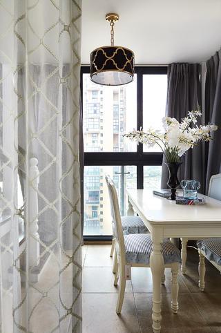 130平美式三居装修吊灯图片