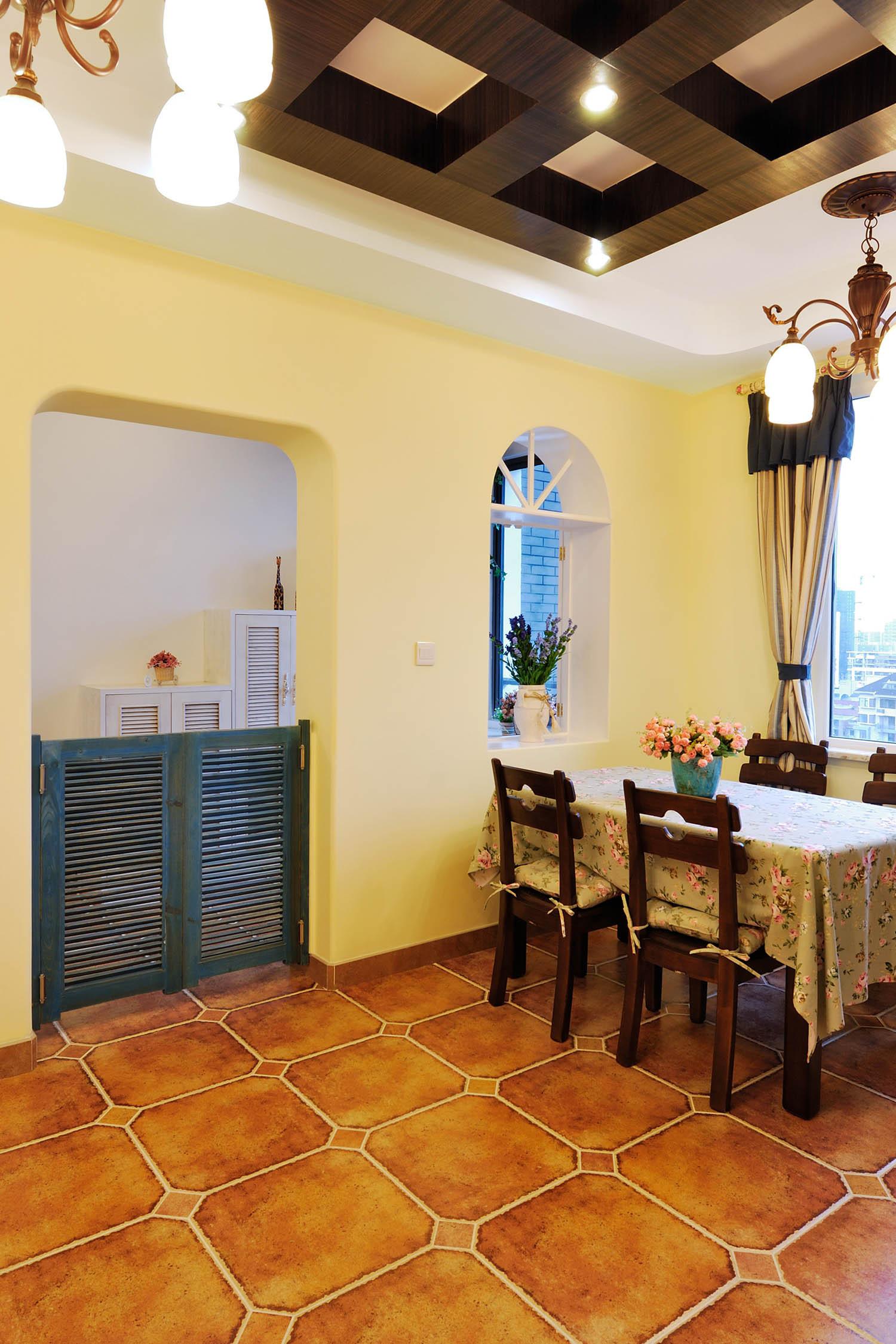 地中海三居装修餐厅布置图
