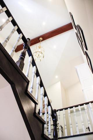 美式复式别墅装修楼梯间设计