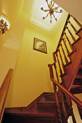 复式奢华美式装修楼梯间图片