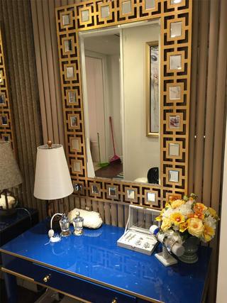 现代简约三居室梳妆台设计