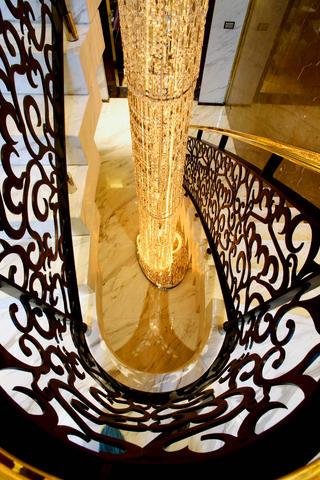 大户型后现代风格装修楼梯吊灯图片