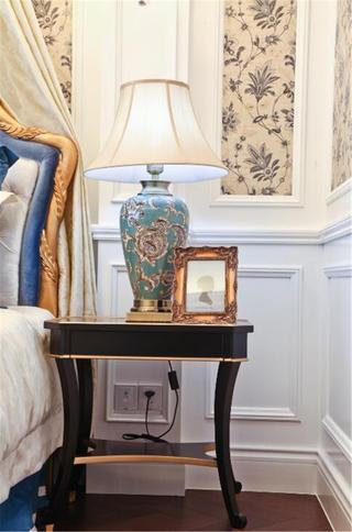 法式风格别墅装修床头柜图片