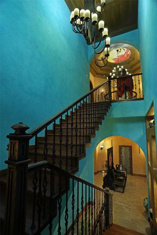 欧式别墅装修楼梯空间设计