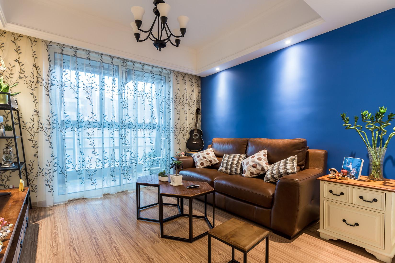 75平两居装修沙发背景墙图片