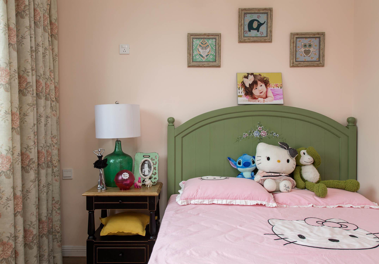 现代美式复式装修床品图片