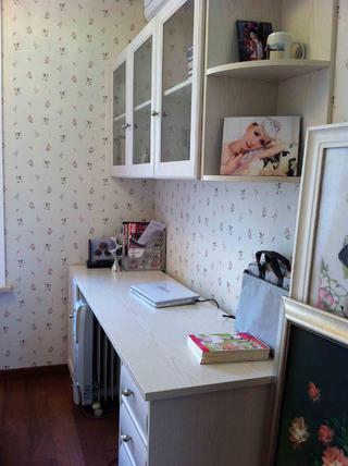 80平现代简约二居装修书桌图片
