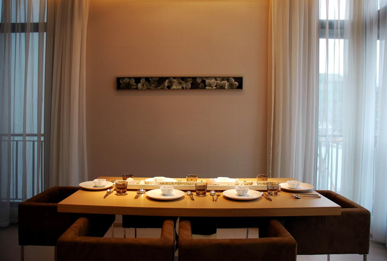 现代风格别墅设计餐厅布置图