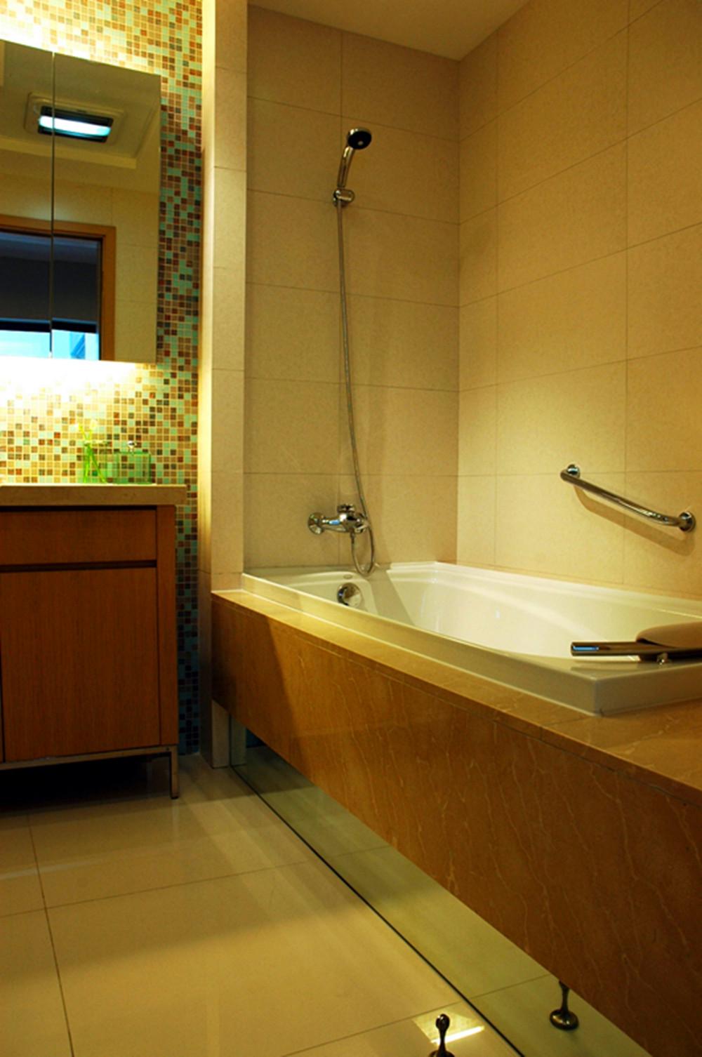 现代风格别墅设计卫生间装潢图