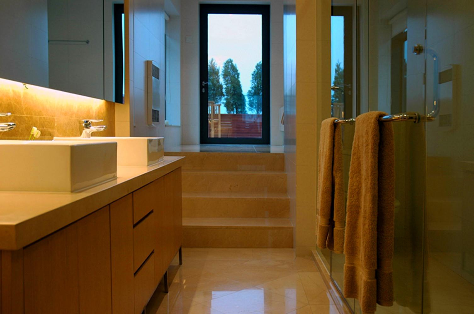 现代风格别墅设计浴室柜图片
