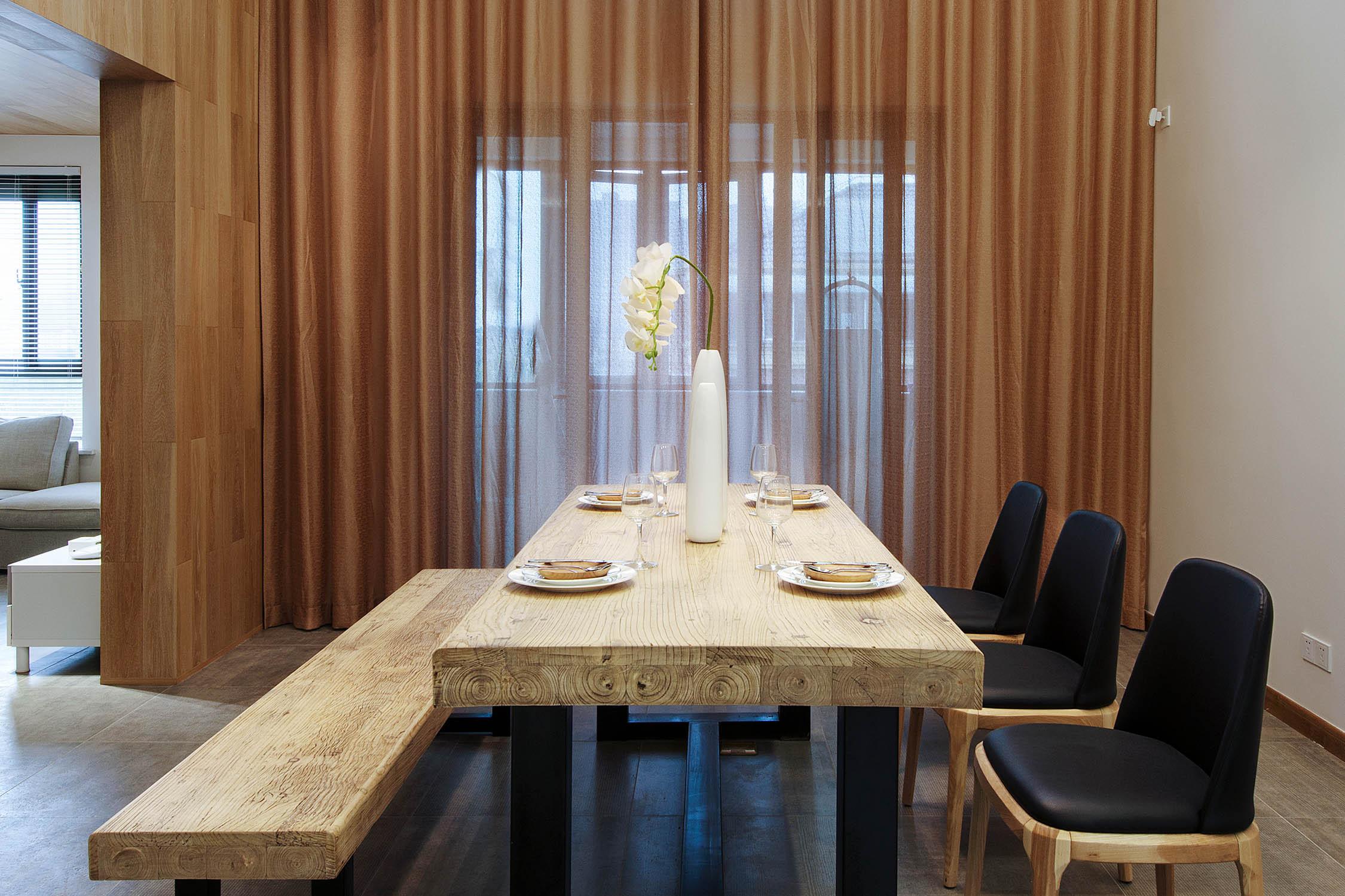 130平跃层装修餐桌图片