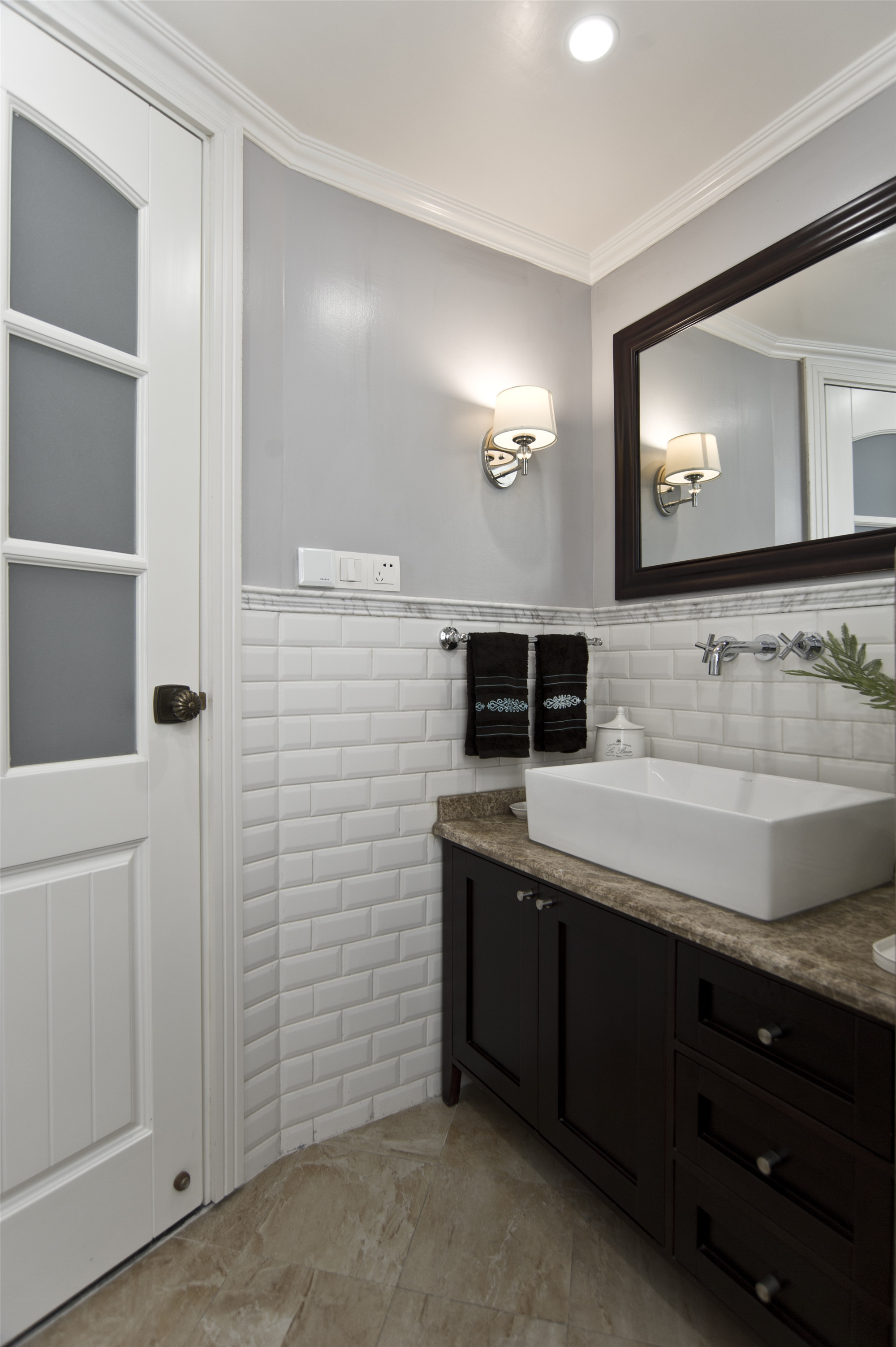 温馨美式风格三居装修洗手台图片