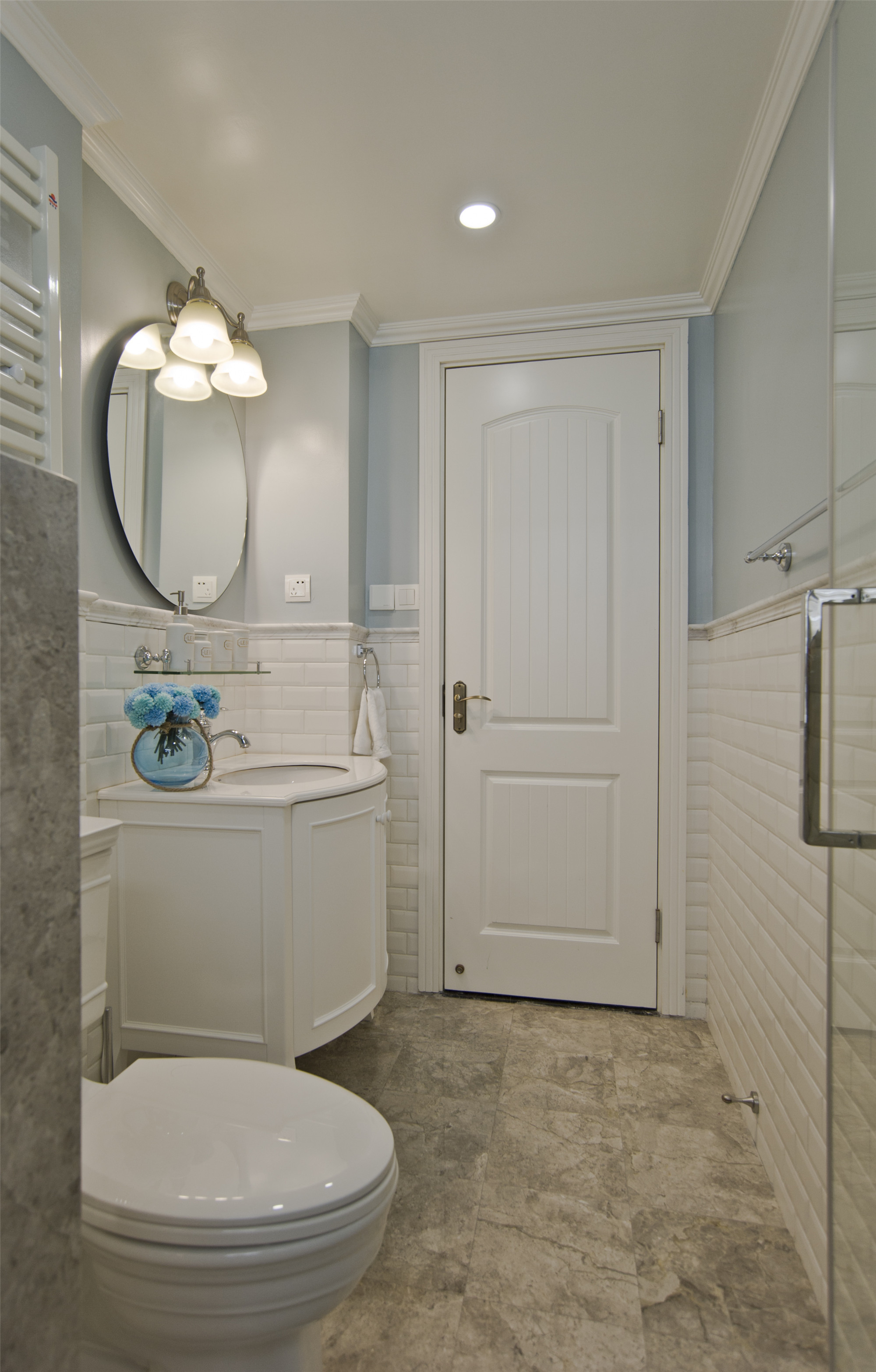 温馨美式风格三居装修卫生间设计图