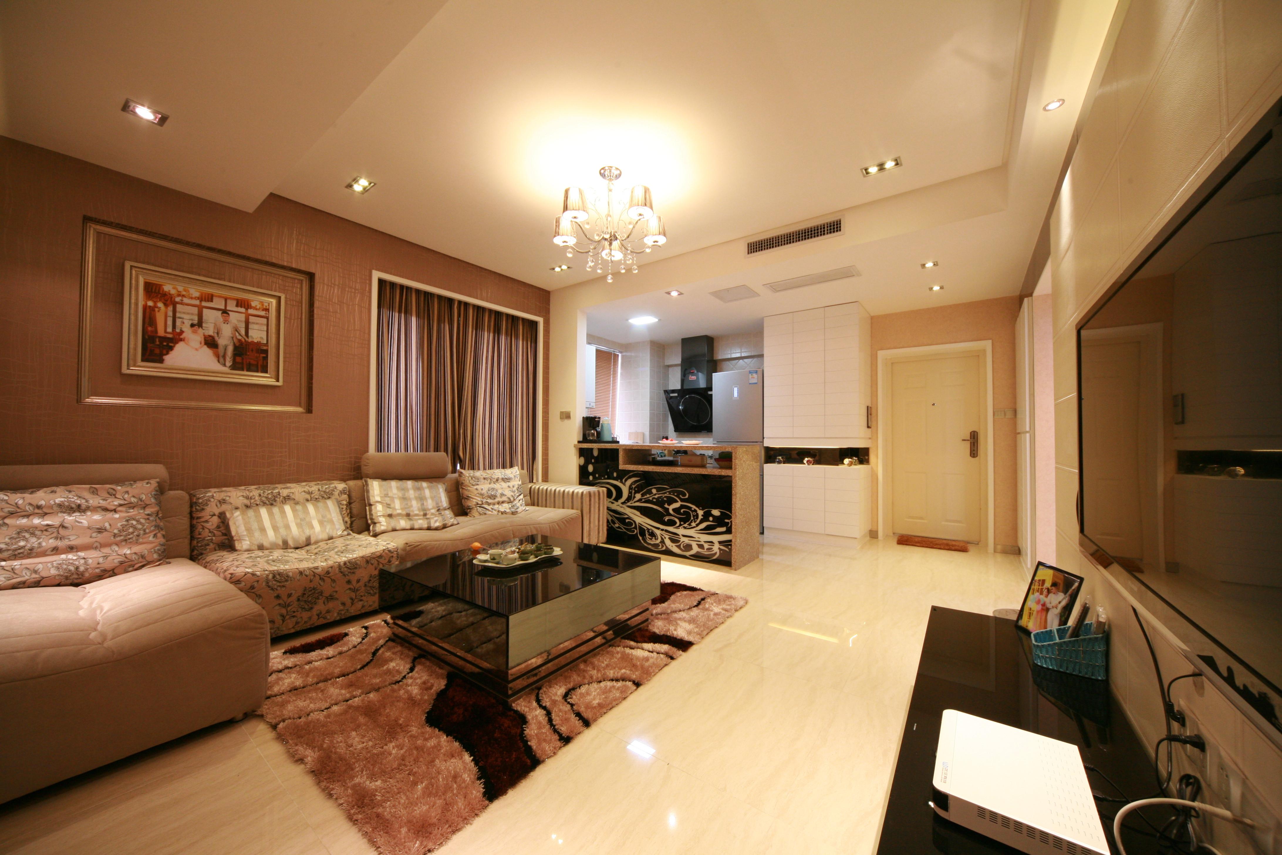 现代简约二居装修客厅布局图