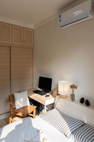 日式三居装修衣柜图片
