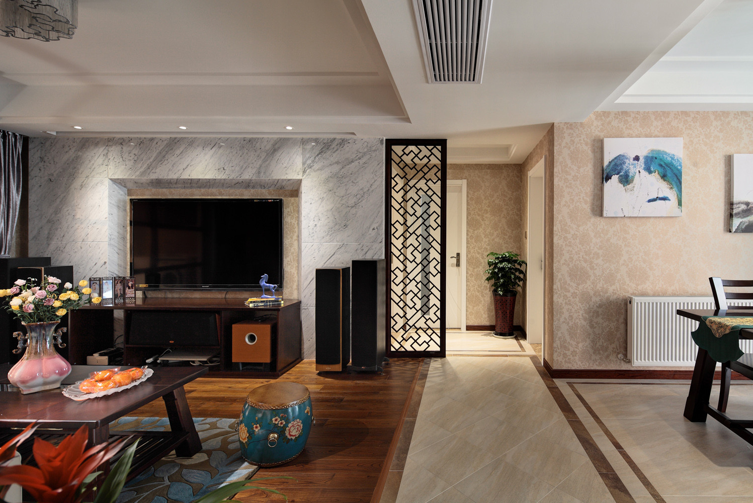 110平新中式装修客厅过道