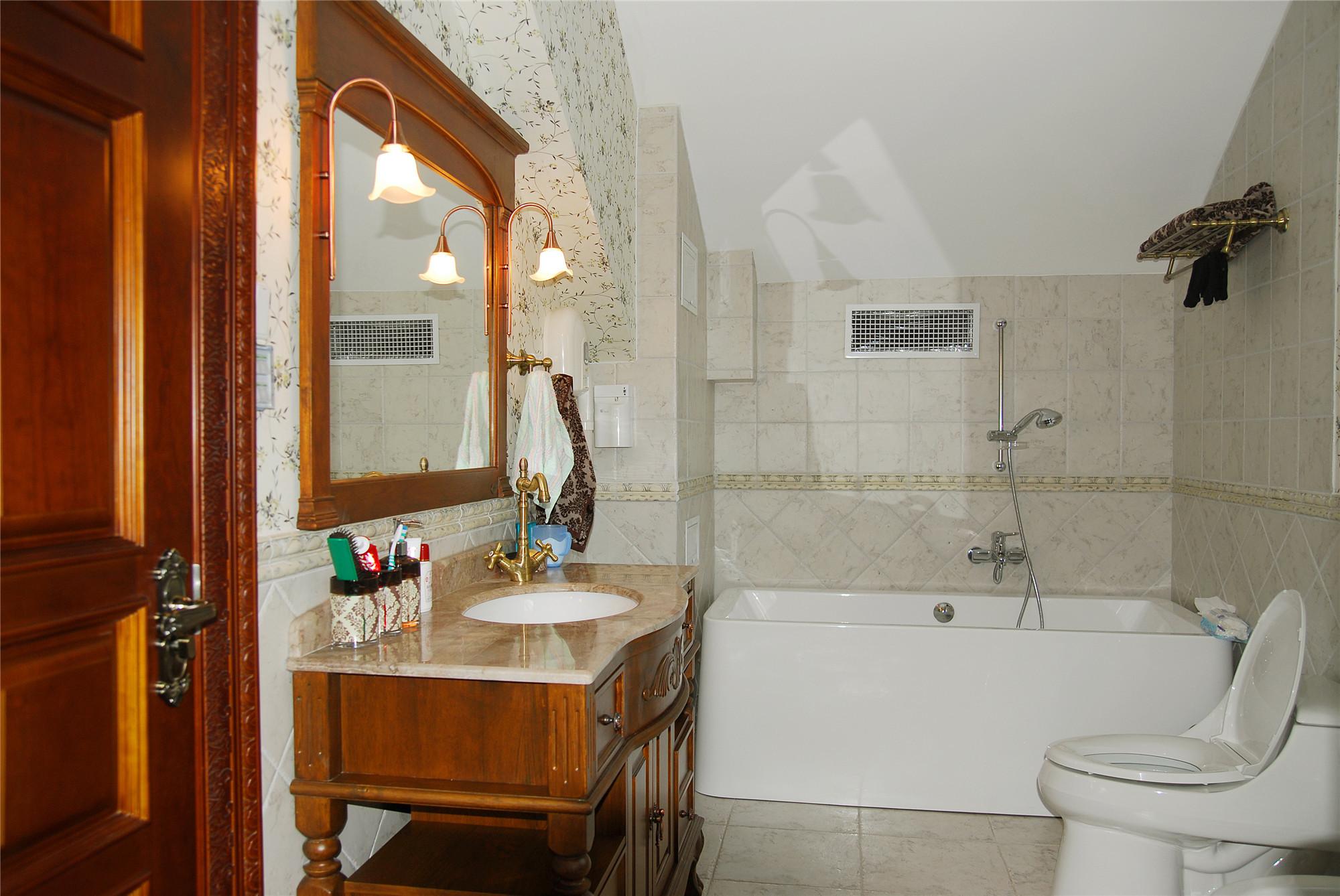 中欧式混搭别墅装修卫生间设计图